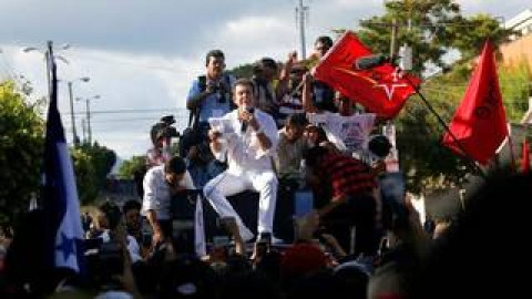 """Honduran Riot Police Refuse to Carry Out Crackdown on Opposition Protests After """"Illegal"""" Election"""
